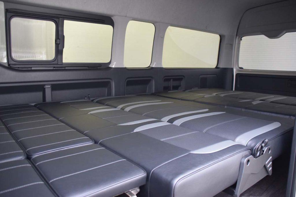 ハイエース 車中泊 フルフラットベッド