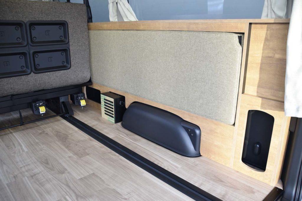 ハイエース 二段ベッド マット収納 カウンターテーブル